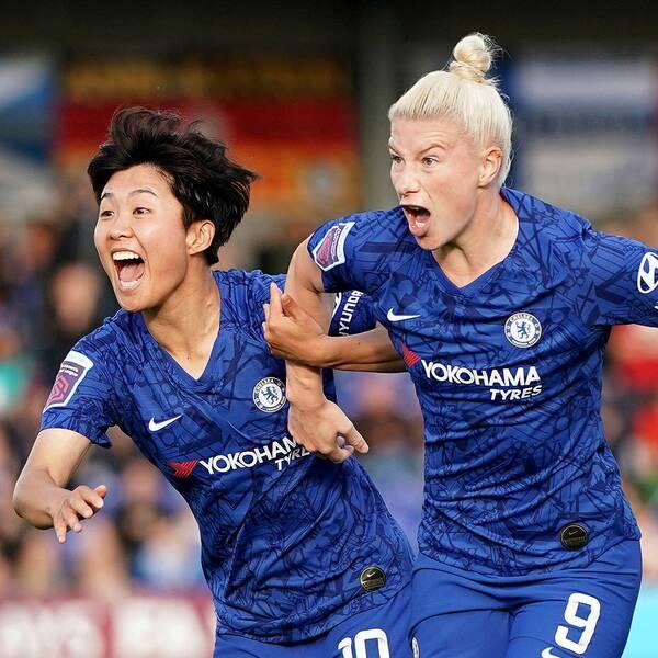 Bethany England (mitten) kvitterade till 1–1 borta mot Liverpool och ordnade en poäng åt Chelsea. Arkivbild.