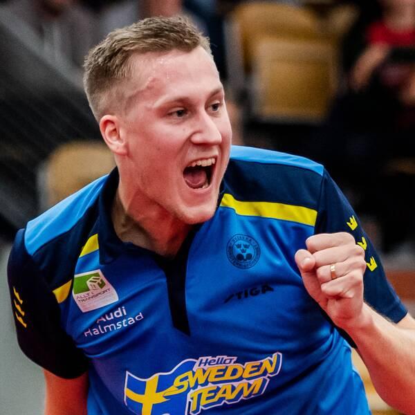 Sveriges Mattias Falck jublar under en match i SOC i oktober.