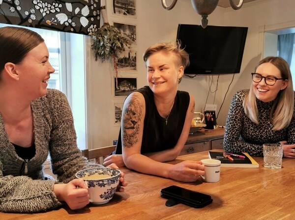 Jenny Olofsson, Pauline Johansson och Ida Andreasson bor kollektivt.