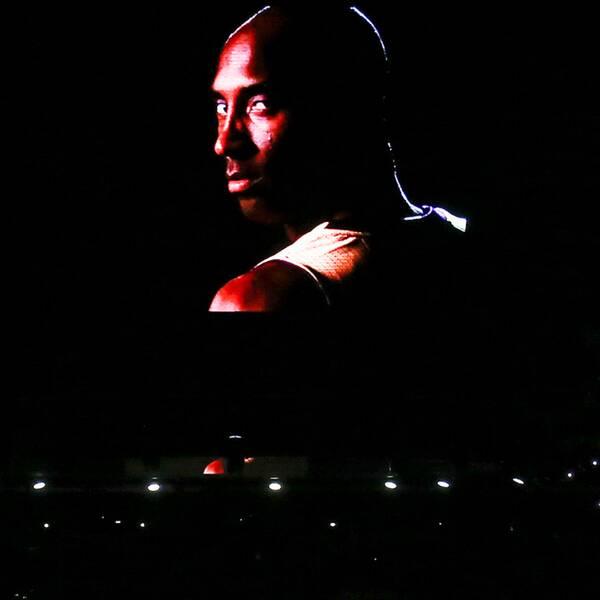 En hyllningsvideo till Kobe Bryant spelades innan matchen.