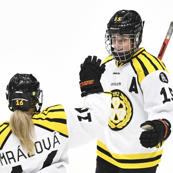 Katerina Mrazova och Lara Stalder.