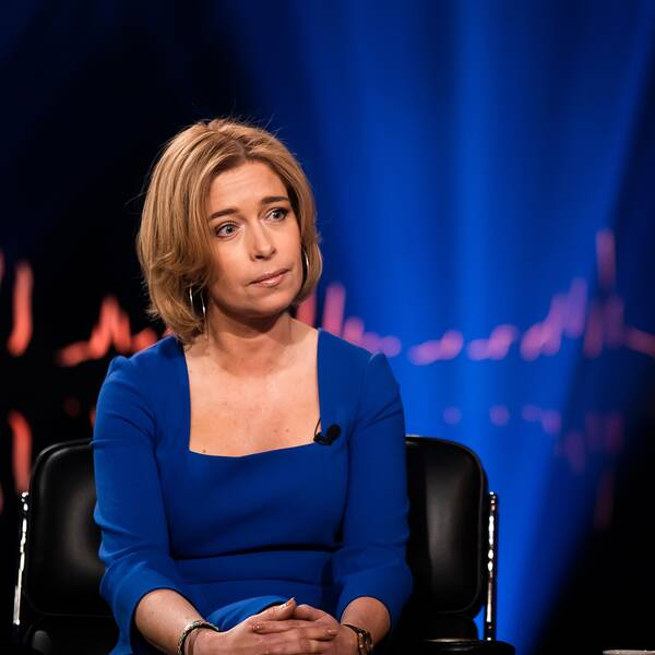 Före detta ministern Annika Strandhäll bir intervjuan av Skavlan i studion.