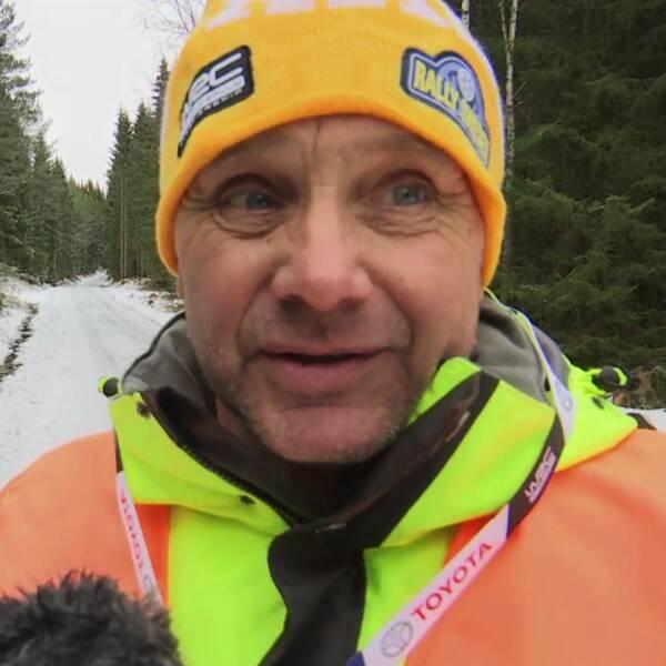 Storstjärnan Thierry Neuville har beslutat att skänka pengar till Svenska rallyts volontärer