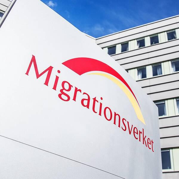 Migrationsverket får inte längre utföra kroppsvisitationer inför transporter – och har därför upphört med dem.