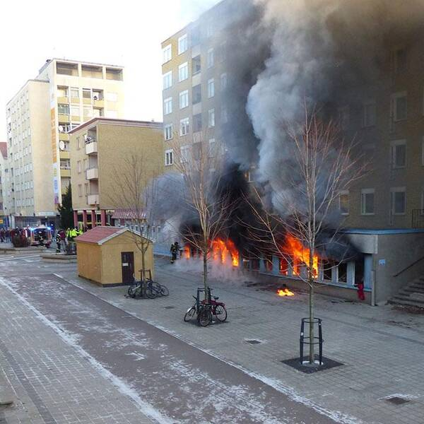 En moské i Eskilstunastadsdelen Nyfors står i brand.