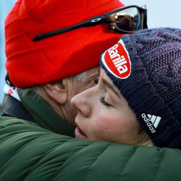 Mikaela Shiffrin och pappa Jeff på en bild från december.
