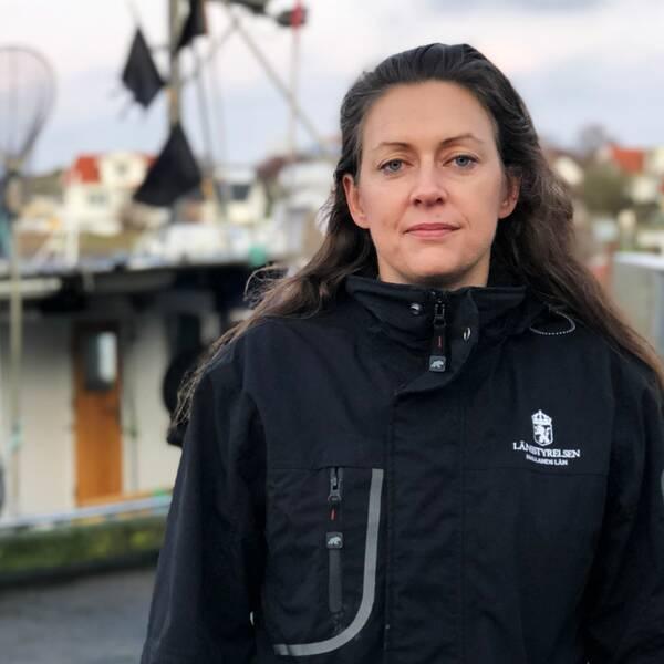 Erika Axelsson, på bilden, är fiskekonsulent på Länsstyrelsen Halland. Hon anser att åtgärder behövs vidtas omgående för att fisket inte ska försvinna från Halland.