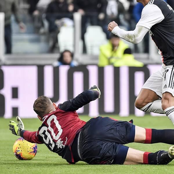 Det blir ingen match för Robin Olsen och hans Cagliari i dag på grund av smittorisken i Italien. Arkivbild.