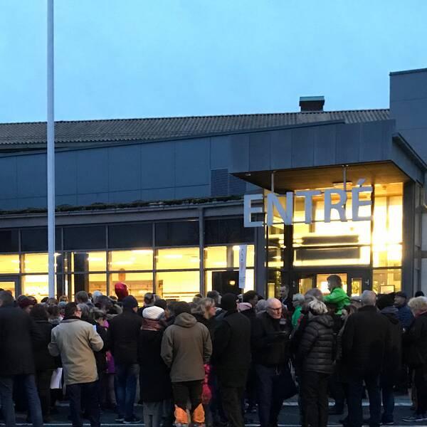 Under måndagen hölls en manifestation utanför kommunhuset i protest mot nedskärningar i Hörby.