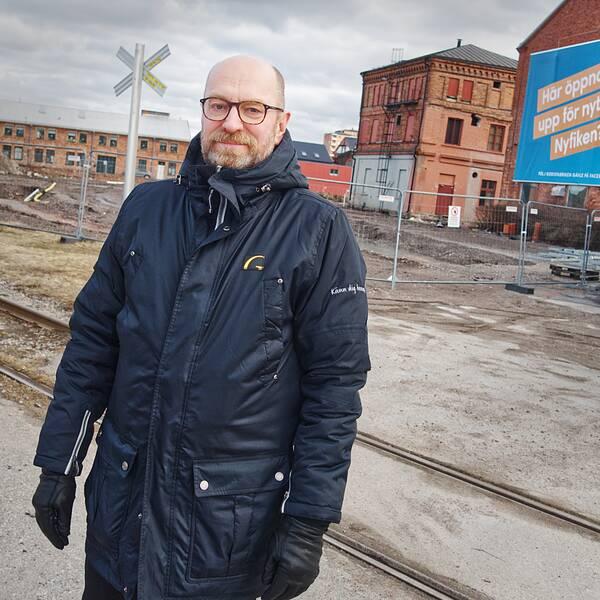 Lars Bergmark, Gavlegårdarna, står vid det som ska bli torget på Godisfabriken.