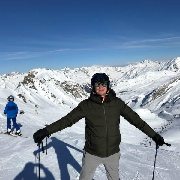 Henrik Tidefjärd, som är bosatt i Berlin, smittades av coronaviruset under semesterresan till Ischgl, där han åkte skidor.