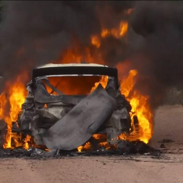 Finländaren fick fly den brinnande bilen