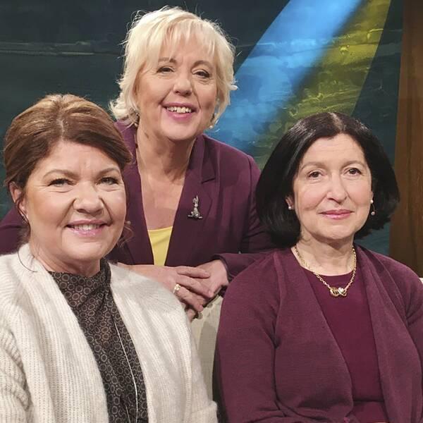 Läkaren Karin Granberg, programledaren Suzanne Axell och allergiläkaren Victoria Strand i Fråga doktorn.