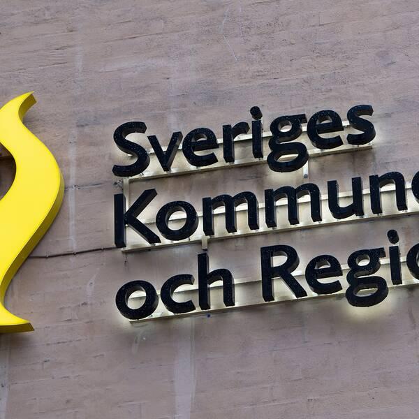 Kommuner och regioner kommer att få ytterligare cirka 15 miljarder kronor till följd av coronakrisen, erfar Ekot i Sveriges Radio.