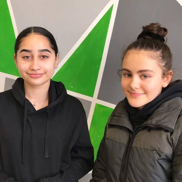 Två elever på Backaskolan i Malmö.