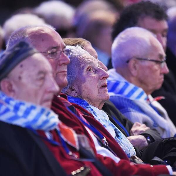 Överlevare vid ceremonin i Auschwitz.