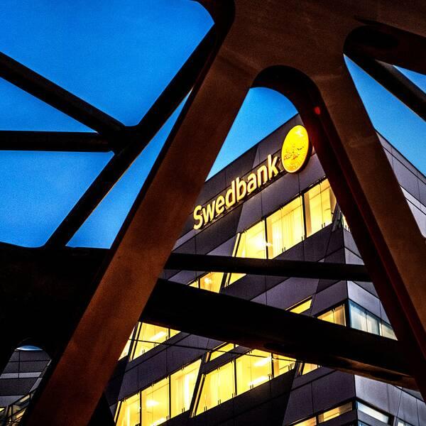 Den sparkade Swedbank-rådgivaren har suttit i en förtroendeposition, vilket är en försvårande faktor, enligt åklagare Matias Garcia de las Bayonas.