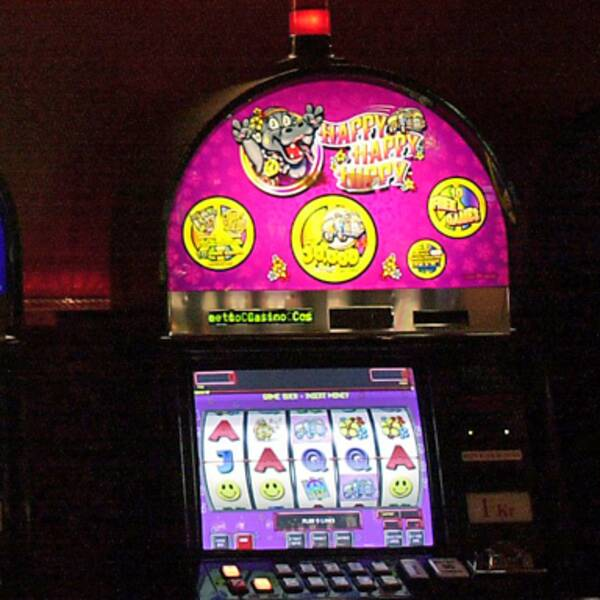 Spelautomater på ett kasino.