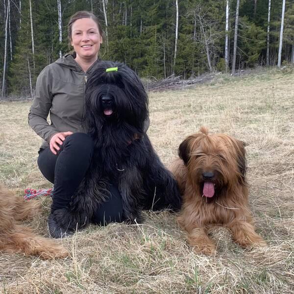 Therese Sångberg med sina hundar