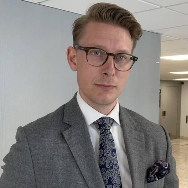 Den mordmisstänkta mannens försvarsadvokat Pontus Lindgren.