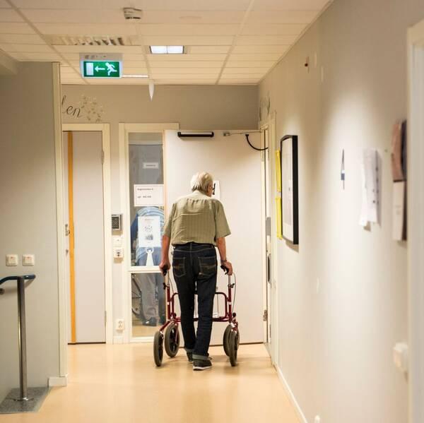 Genrebild äldre man på vård- och omsorgsboende, Yngve Gustafson
