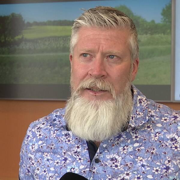 Socialchefen Claes Wiridén i Torsås har också nåtts av uppgifter om att personal inom hemtjänsten bemötts på ett dåligt sätt. Hör honom berätta mer i klippet.