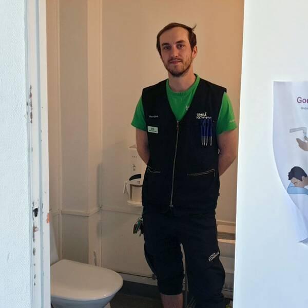 Man inne på toalett