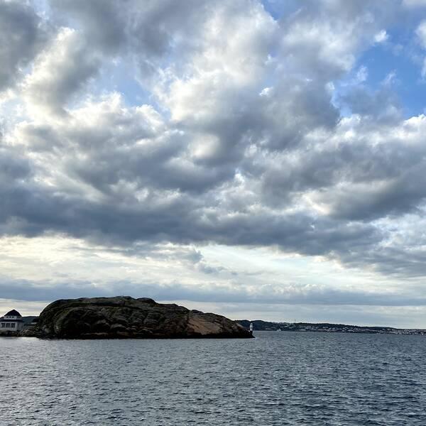 Vacker vy ut över Gullmarn mot Släggö. Lysekil i Bohuslän den 4 juni.