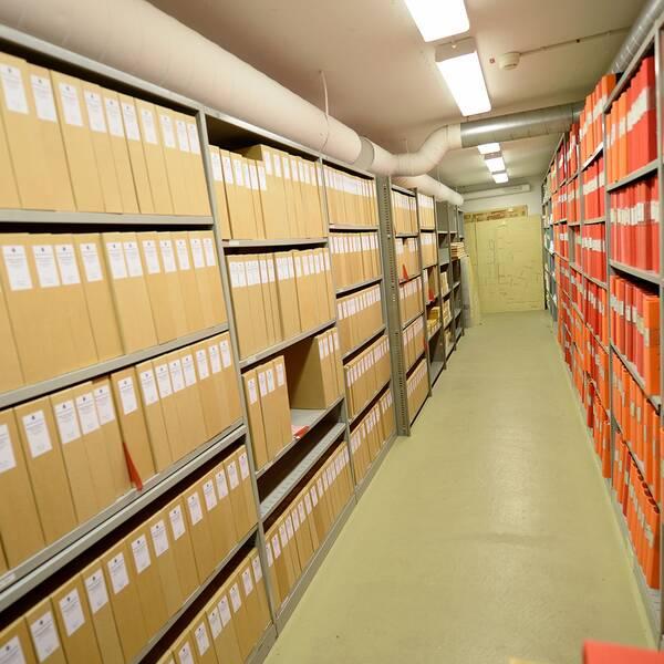 Några av hundratals pärmar i det 250 hyllmeter stora Palmearkivet under polishuset på Kungsholmen.