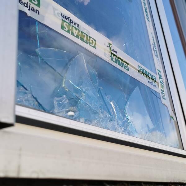 Nationella bombskyddet fick kallas in efter att något detonerat i ett lägenhetshus i Uppsala