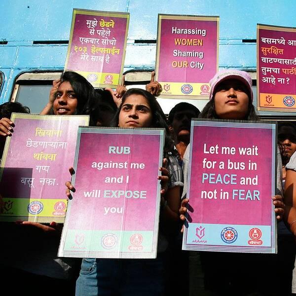 """Filmen """"Indiens dotter"""" har bannlysts i Indien. En aktivist som trotsade förbudet att visa filmen har nu gripits. """"Alla kvinnor borde se den. Regeringen borde lyfta förbudet omedelbart"""", säger en av dem som fanns i publiken."""