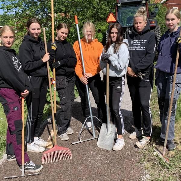 Sju tjejer som feriearbetar i Gagnefs kommun.