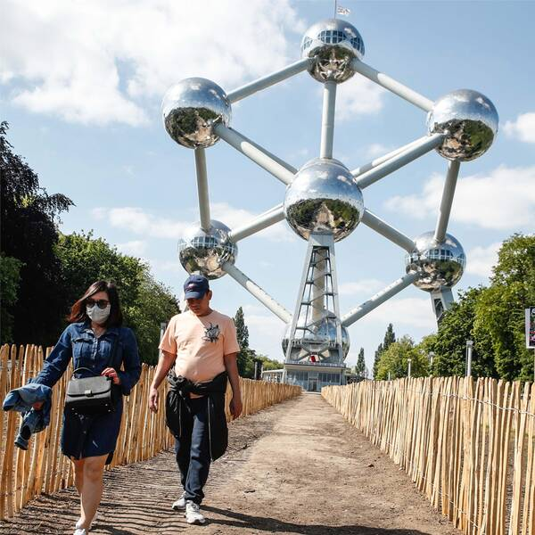 Bild på Atomium i Bryssel samt bild på utrikesminister Ann Linde (S).