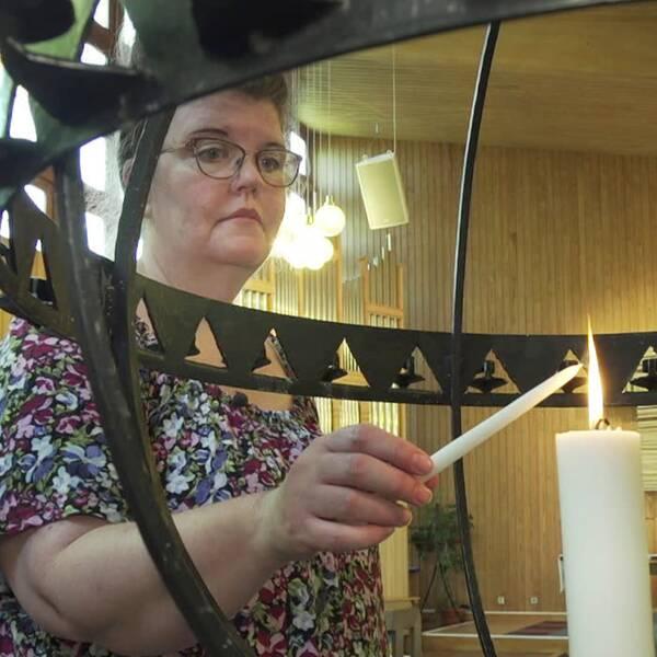 Helene berättar om begravningen av sin mamma – dit flera av gästerna ville men inte vågade komma på grund av risken för smittspridning.