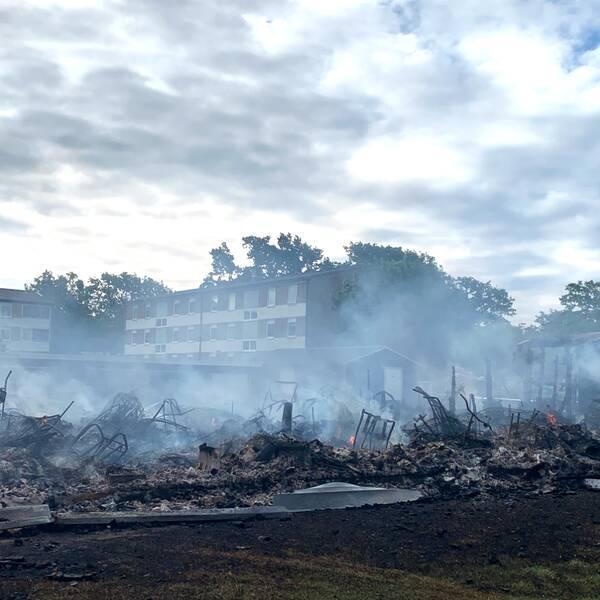 En 19-årig man har anhållits misstänkt för grov mordbrand efter garagebranden i Färjestaden på Öland.
