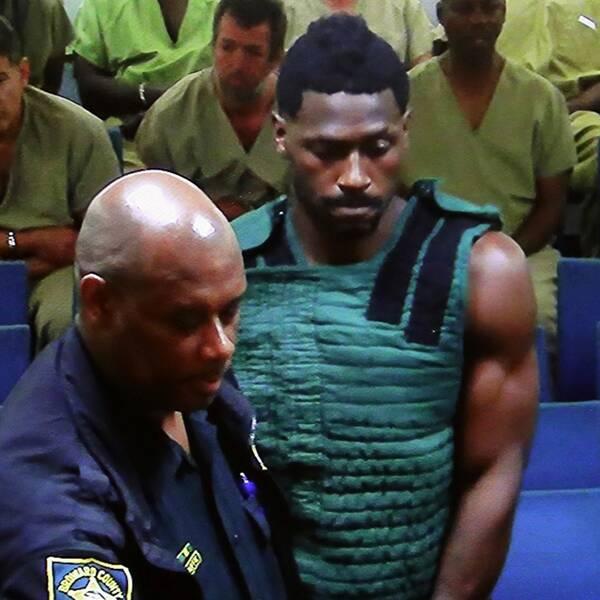 Den skandalomsusade NFL-stjärnan Antonio Brown stängs av i åtta matcher för upprepade brott mot ligans regler.
