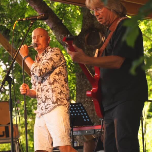 Janne Schaffer och Johan Boding uppträder i Mörkö.