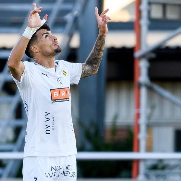 Häckens Ahmed Yasin jublar efter 0-2 under fotbollsmatchen i Allsvenskan mellan Varberg och Häcken den 13 augusti 2020 i Varberg.