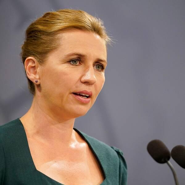 Danmark inför krav på munskydd i kollektivtrafiken, meddelade statsminister Mette Frederiksen på en presskonferens idag.