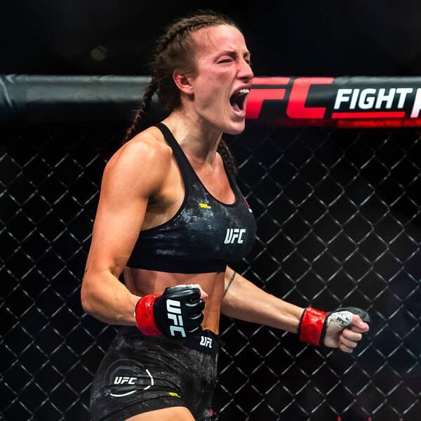 Bea Malecki jublar efter att ha besegrat Duda Santana på UFC-galan i Globen i juni 2019.