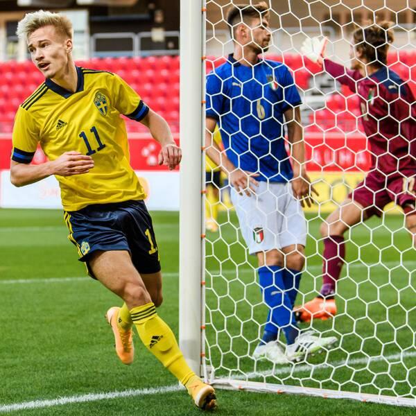Pontus Almqvist gjorde två mål mot Italien.