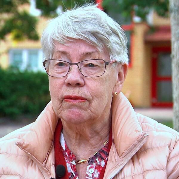 I ett halvår har 85-åriga Gun Fröberg från Karlstad hållit sig från socialt umgänge och hon tycker att situationen börjar kännas tröstlös.