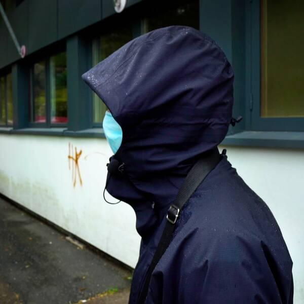 Maskerad man som är medlem i ett av de kriminella gängen i Göteborg.