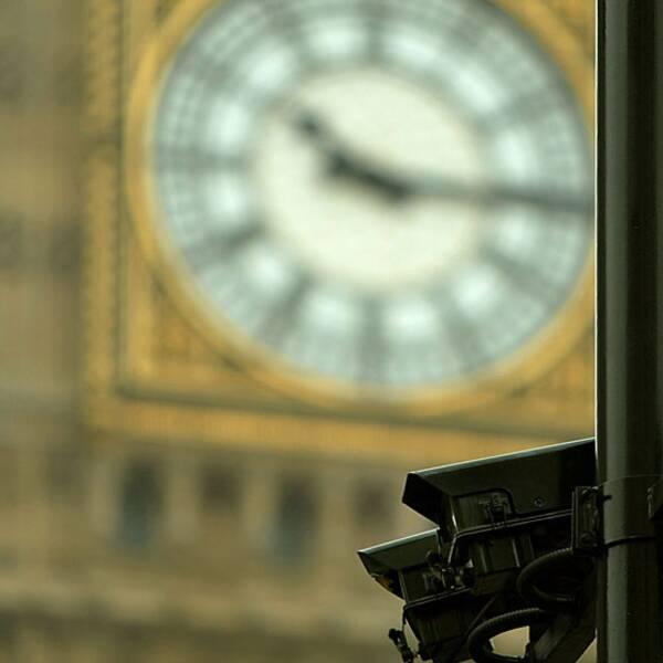 Övervakningskamera framför Big Ben i London