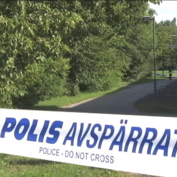 Husiebor är missnöjda med polisens agerande efter två misstänkta våldtäkter på kort tid i stadsdelen.