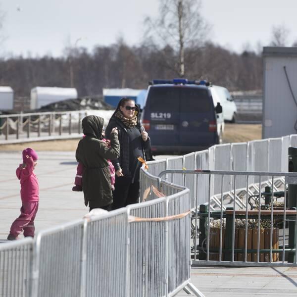 finska gränsen finland och sverige kravallstaket corona covid-19 finland