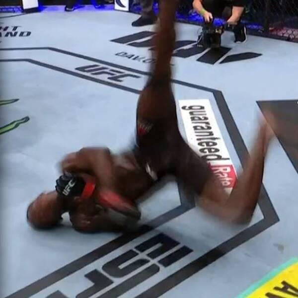 Israel Adesanya försvarade sitt UFC-bälte och bjöd på breakdance efteråt.