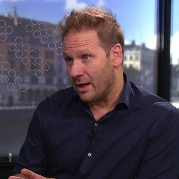 Journalisten och författaren Lasse Wierup intervjuas av Niklas Ekdal om sin senaste bok.