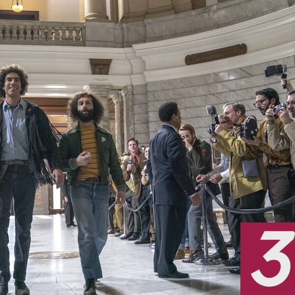 Sacha Baron Cohen och Jeremy Strong i The trial of the Chicago 7