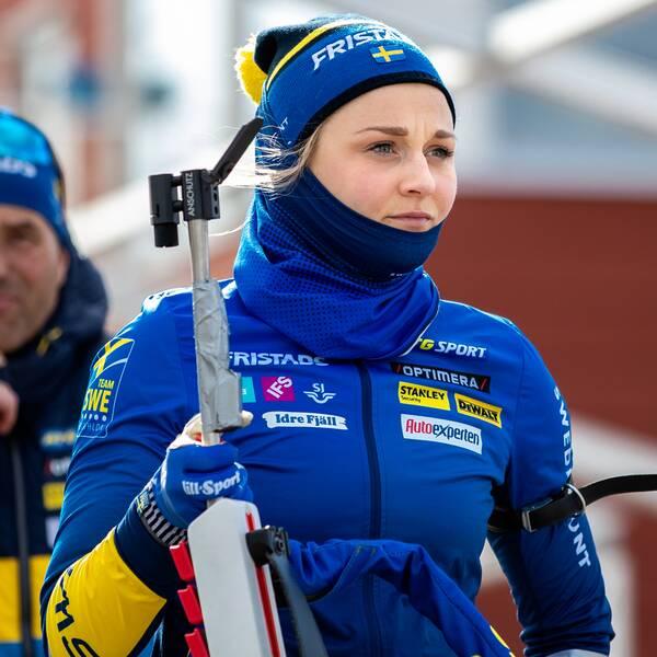 Stina Nilsson under en träning i skidskytte.